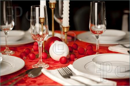 Red white christmas table setting 1399358